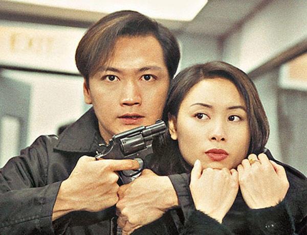 10 bo phim khong the quen tren man anh TVB hinh anh 5 Là bộ phim được đầu tư trung bình nhưng bộ phim Hồ sơ trinh sát lại thành công vượt ngoài dự đoán của TVB khi lên sóng vào đầu năm 1995. Chỉ sau một đêm thức dậy, Đào Đại Vũ, Quách Khả Doanh, Lương Vinh Trung, Tô Ngọc Hoa bỗng nhiên nổi tiếng. Chính vì vậy, TVB bắt tay thực hiện thêm phần 2, tung ra vào cuối năm, châm thêm dầu cho cơn sốt. Tính đến nay, Hồ sơ trinh sát kéo dài đến 4 phần, dù phần 4 thay đổi gần như toàn bộ dàn diễn viên chính nhưng vẫn rất ăn khách.