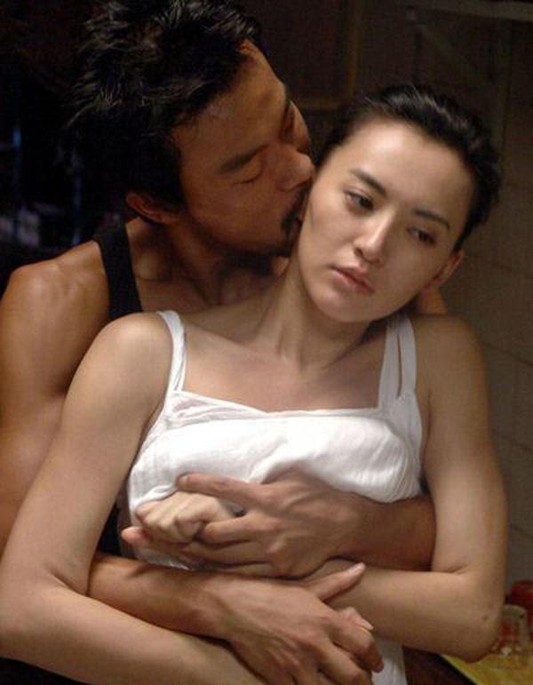 10 canh nong gay tranh cai trong phim Hoa ngu hinh anh 5