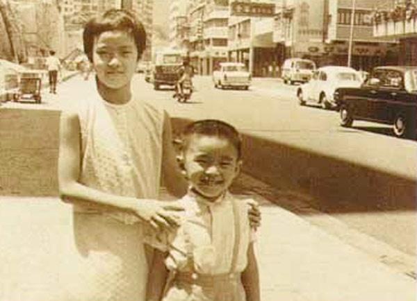 Bi mat thoi tho au buong binh cua Chau Tinh Tri hinh anh 2 Châu Tinh Trì lúc 5 tuổi cùng chụ gái Châu Văn Cơ.
