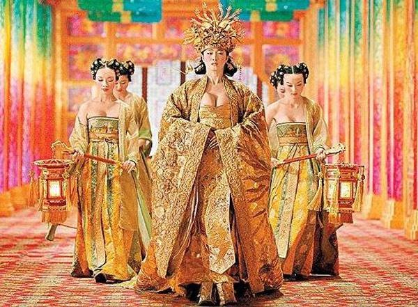 Hoàng Kim Giáp từng khiến người xem choáng vì sự chèn ép thái quá của các vai nữ trong phim.