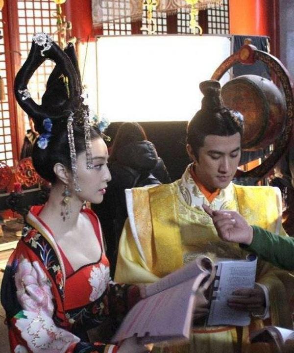 Nhân vật Võ Mỵ Nương xuất hiện xuyên suốt 80 tập phim nên Phạm Băng Băng luôn kè kè quyển kịch bản dày cộm trên tay để học thoại. Cô còn giúp