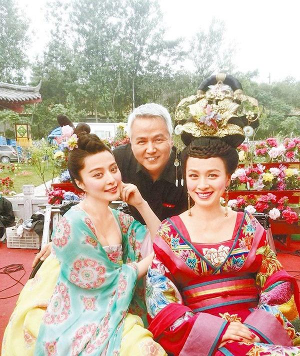 Mặc dù bận rộn chuyện kinh doanh nhưng tài tử Đài LOan một thời Lâm Thoại Dương vẫn tranh thủ thời gian đến phim trường thăm bà xã - nữ diễn viên Trương Đình