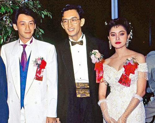 Nhung dien vien TVB co ho hang voi nhau hinh anh 2 Ngô Khải Hoa (giữa) có người anh ruột là Ngô Khải Minh (trái), trước đây từng tham gia khá nhiều vai phản diện trên màn ảnh nhỏ TVB, ấn tượng nhất là nhân vật Đinh Vượng Hải trong Đại thời đại.