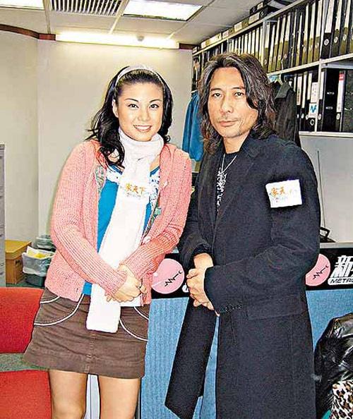 Nhung dien vien TVB co ho hang voi nhau hinh anh 7 Liêu Bích Nhi - nàng Thâm Điền công chúa trong series Gia đình vui vẻ có người cậu ruột là nam ca sĩ - diễn viên Hạ Siêu Thanh, một gương mặt quen thuộc với khán giả TVB, đồng thời là giọng hát nhạc Rock nổi tiếng ở Hong Kong.