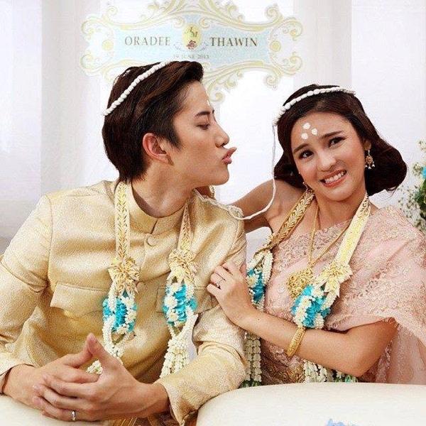 Fan thich thu khi cap doi 'Ngoi nha hanh phuc' Thai tai ngo hinh anh 1 Mike D.Angelo và Aom Sushar