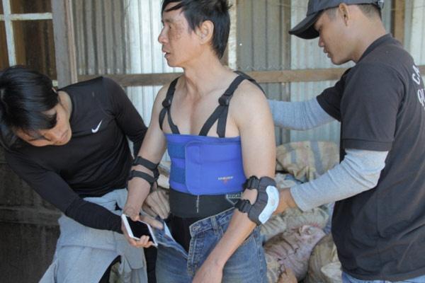 Ly Hai bi giang ho truy duoi trong phim moi hinh anh 2 Lý Hải được bảo hộ để thực hiện những cảnh quay hành động, nguy hiểm.