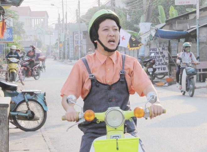 Truong Giang an mac banh bao chay xe om trong phim hinh anh