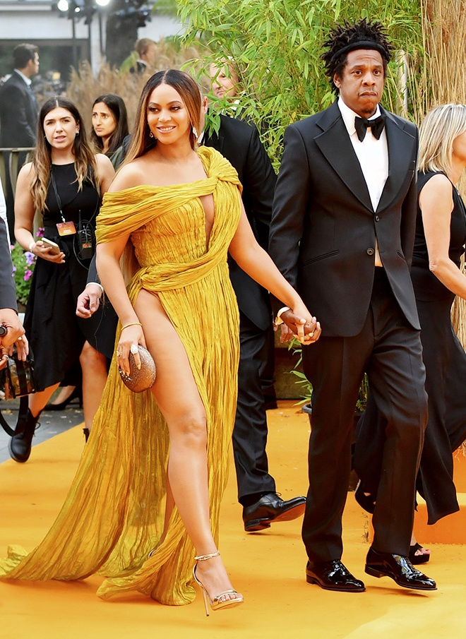 Beyonce va dan sao quoc te mac thiet ke cua Cong Tri tren tham do 2019 hinh anh 7 Sao_Hollywood_mac_Cong_Tri_2019_6_2.jpg