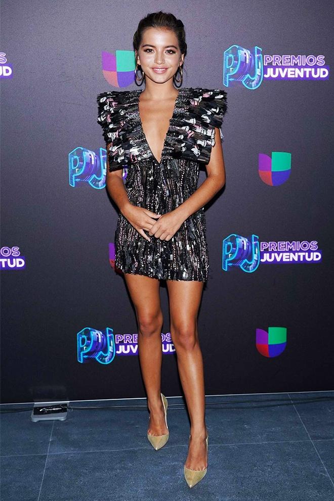 Beyonce va dan sao quoc te mac thiet ke cua Cong Tri tren tham do 2019 hinh anh 8 Sao_Hollywood_mac_Cong_Tri_2019_7.jpg