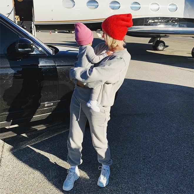 Kylie Jenner hang ngay thich dien do doi hang hieu cung con gai hinh anh 7 Kylie_va_con_gai_dien_do_doi_5.jpg