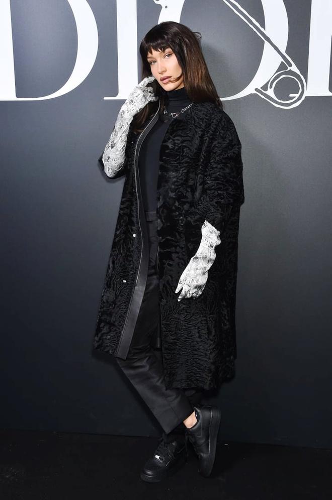 Bella Hadid mac kin bung, Cara Delevingne dien noi y khoe body sexy hinh anh 1 Sao_du_show_Dior_Homme_1.jpg