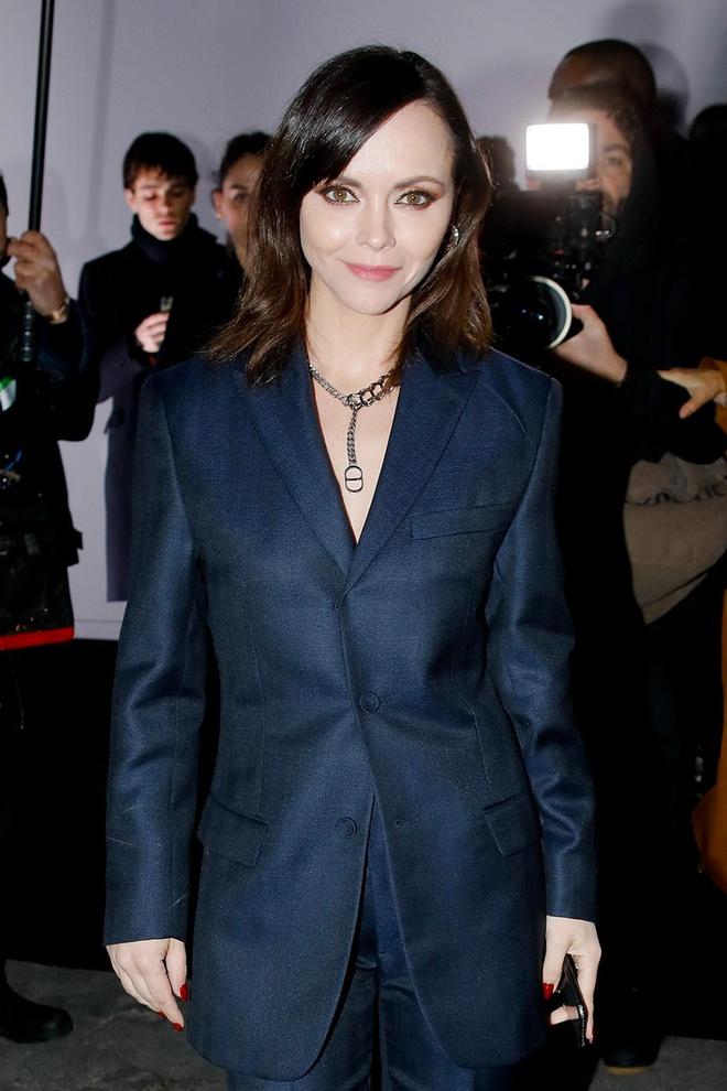Bella Hadid mac kin bung, Cara Delevingne dien noi y khoe body sexy hinh anh 11 Sao_du_show_Dior_Homme_10.jpg