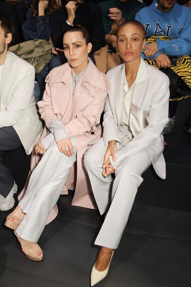 Bella Hadid mac kin bung, Cara Delevingne dien noi y khoe body sexy hinh anh 12 Sao_du_show_Dior_Homme_11.jpg
