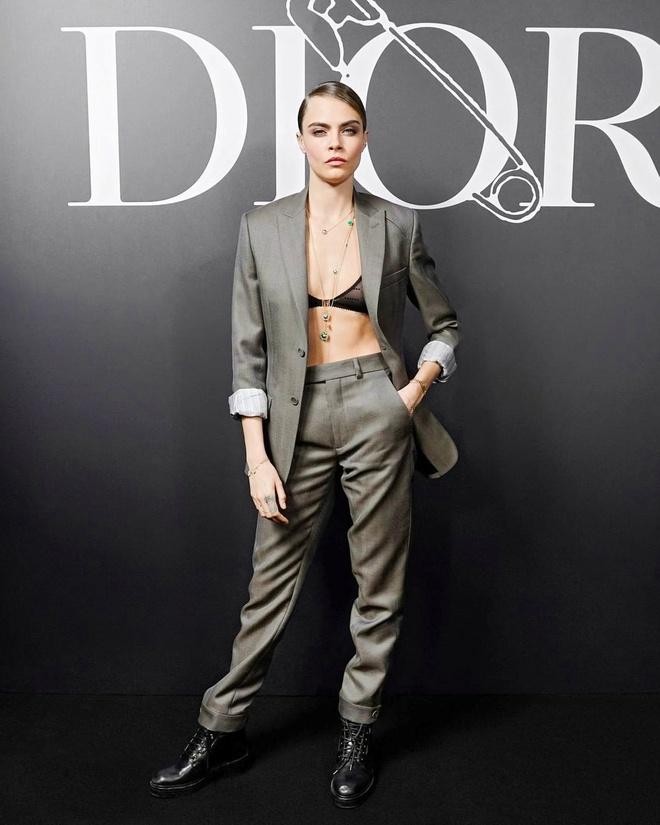 Bella Hadid mac kin bung, Cara Delevingne dien noi y khoe body sexy hinh anh 2 Sao_du_show_Dior_Homme_2.jpg