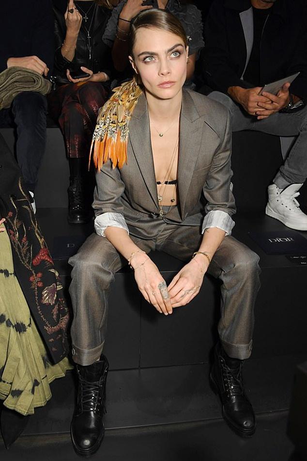 Bella Hadid mac kin bung, Cara Delevingne dien noi y khoe body sexy hinh anh 3 Sao_du_show_Dior_Homme_2a.jpg