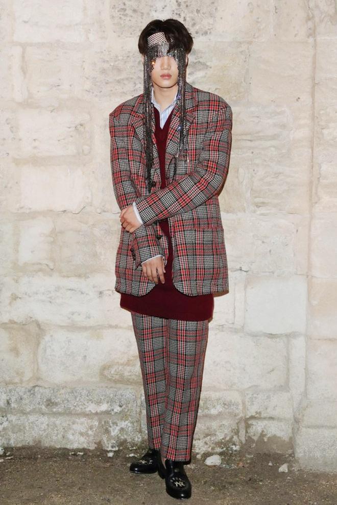 Ao crop top ho ron va loat trang phuc chi Kai (EXO) moi mac dep hinh anh 7 Outfit_Kai_EXO_4_1.jpg