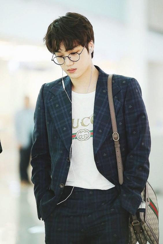 Ao crop top ho ron va loat trang phuc chi Kai (EXO) moi mac dep hinh anh 9 Outfit_Kai_EXO_4b.jpg
