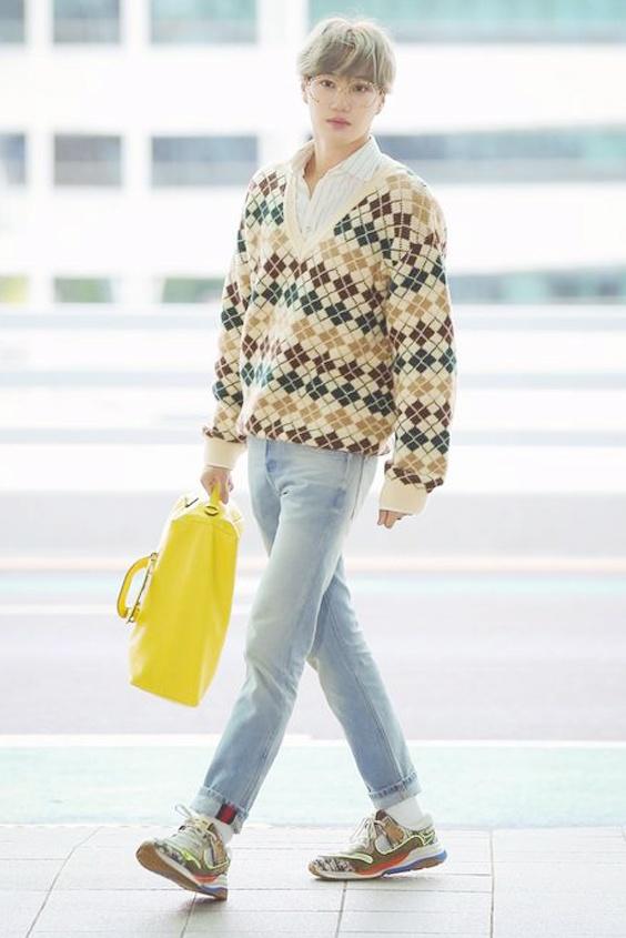 Ao crop top ho ron va loat trang phuc chi Kai (EXO) moi mac dep hinh anh 11 Outfit_Kai_EXO_8.jpg