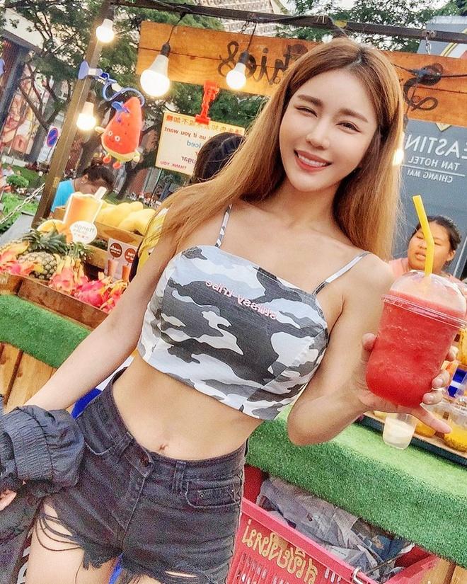 Nu DJ chuong bikini khoe dang goi cam, mac dep khong kem sao Han hinh anh 4 DJ_Siena_style_3.jpg