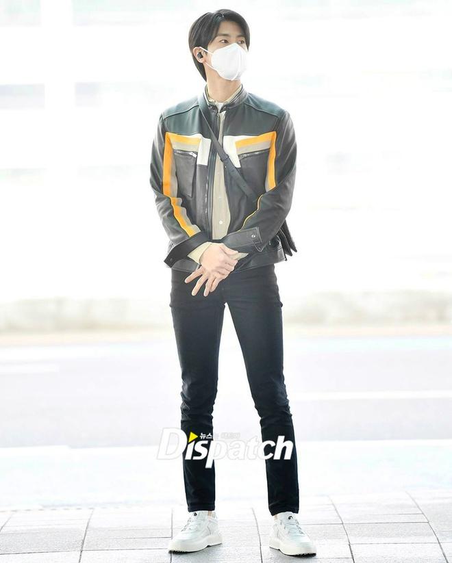 BTS va dan sao Han phoi do chat voi khau trang phong virus corona hinh anh 11 Sao_Han_phoi_do_voi_khau_trang_9.jpg