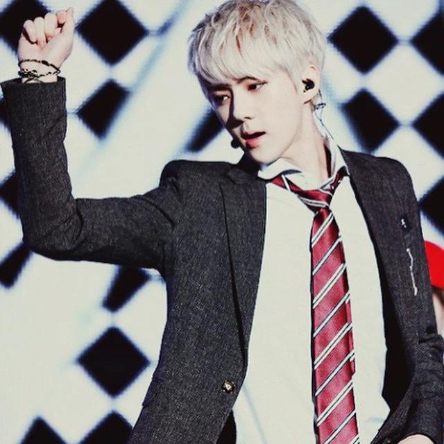 Taeyang, RM va dan sao Han nang tam nhan sac nho mau toc bach kim hinh anh 6 Sao_Han_nhuom_toc_bach_kim_4.jpg