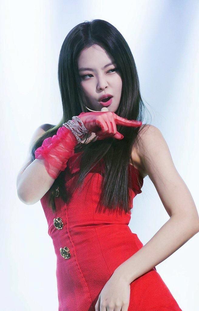 7 lan Jennie khoe nhan sac quyen ru voi vay ao mau do hinh anh 5 Jennie_mac_vay_do_4.jpg