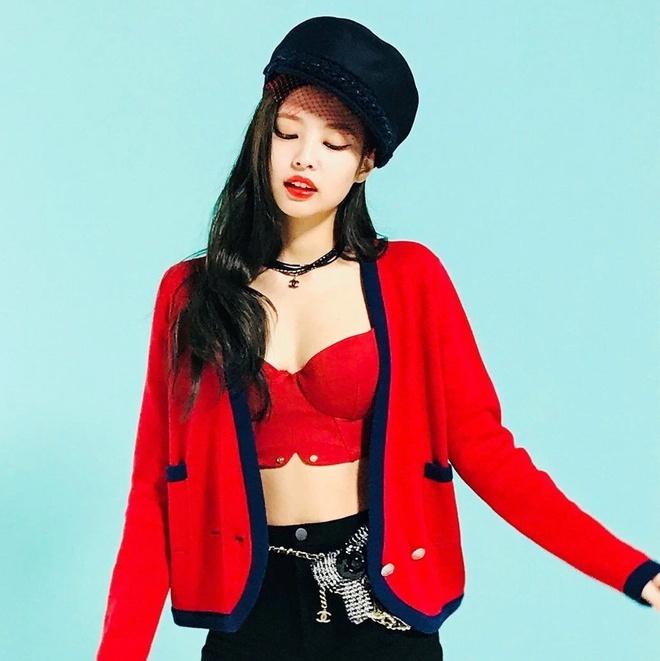 7 lan Jennie khoe nhan sac quyen ru voi vay ao mau do hinh anh 9 Jennie_mac_vay_do_7.jpg