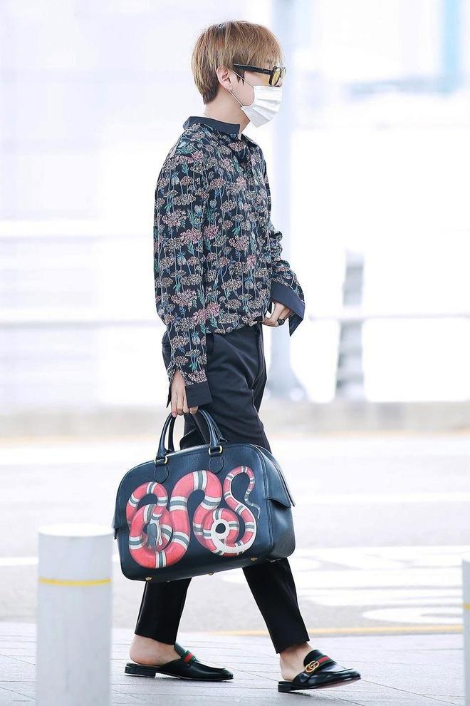 BTS toan deo tui hang hieu ra san bay, co chiec tri gia 5.400 USD hinh anh 1 BTS_dung_tui_xach_hang_hieu_1.jpg
