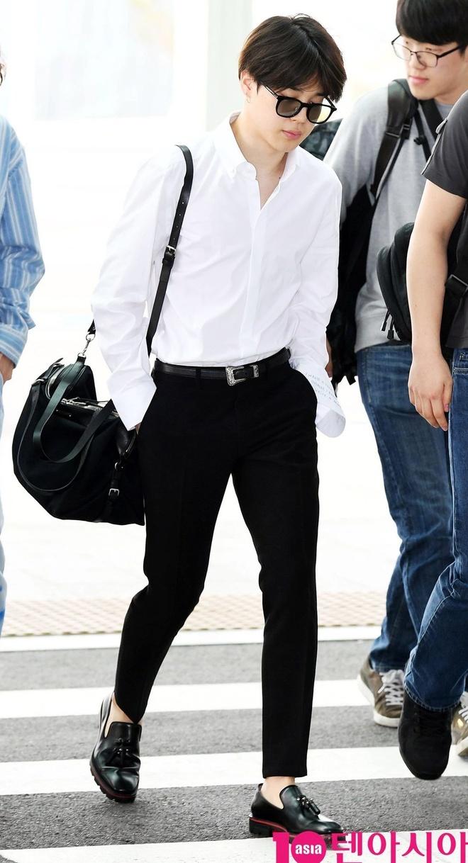 BTS toan deo tui hang hieu ra san bay, co chiec tri gia 5.400 USD hinh anh 10 BTS_dung_tui_xach_hang_hieu_10.jpg