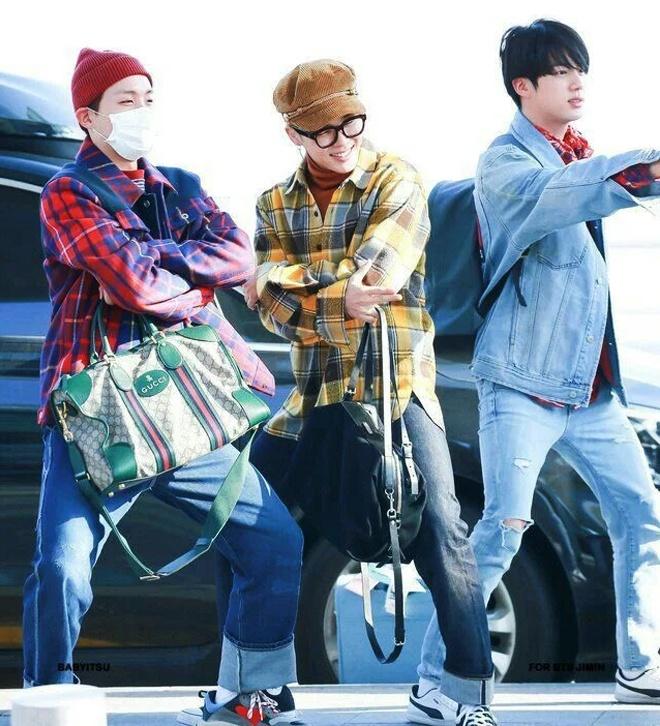 BTS toan deo tui hang hieu ra san bay, co chiec tri gia 5.400 USD hinh anh 4 BTS_dung_tui_xach_hang_hieu_4.jpg