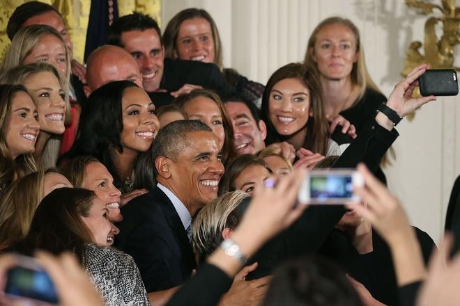 Tong thong Obama da chan nan vi anh selfie hinh anh 1
