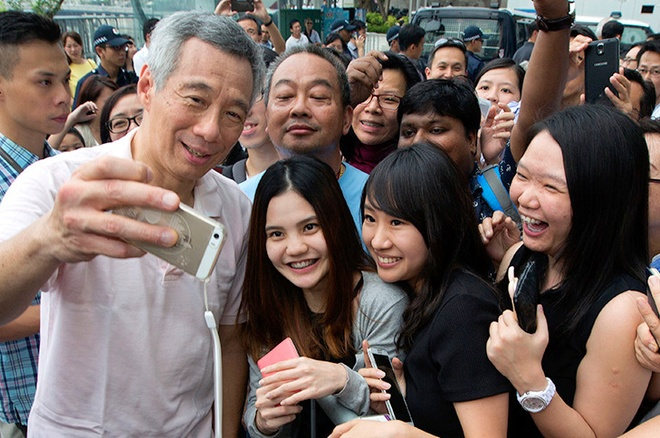 Khi nguoi noi tieng thich selfie hinh anh