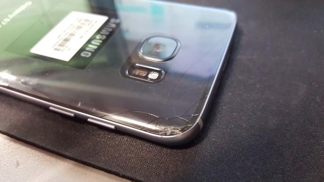Nguoi dung dau tien lam vo Galaxy S7 hinh anh