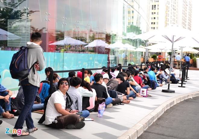 Xep hang truoc 2 ngay cho mua Galaxy S7 o Viet Nam hinh anh 2