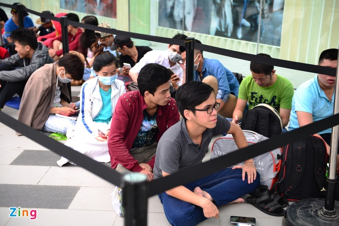Xep hang truoc 2 ngay cho mua Galaxy S7 o Viet Nam hinh anh 3