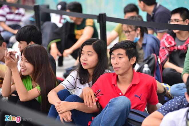 Xep hang truoc 2 ngay cho mua Galaxy S7 o Viet Nam hinh anh 5