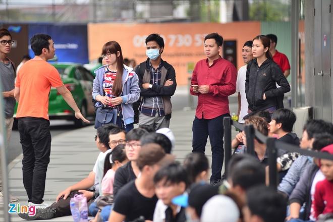 Xep hang truoc 2 ngay cho mua Galaxy S7 o Viet Nam hinh anh 6