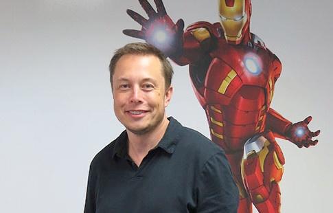 Elon Musk: Tu fan truyen sieu anh hung den Iron Man doi thuc hinh anh