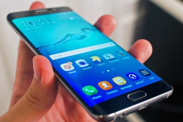 Galaxy S7 edge de cham canh ben man hinh khi cam hinh anh