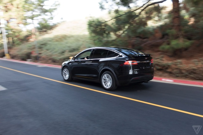 Volvo: 'Cong nghe tu lai cua Tesla chi la hoc doi' hinh anh 1