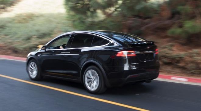 Volvo: 'Cong nghe tu lai cua Tesla chi la hoc doi' hinh anh