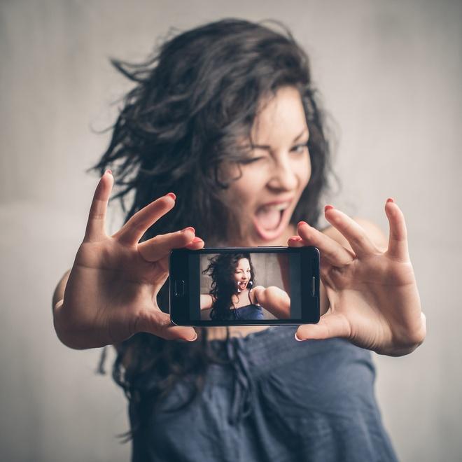 Vi sao nguoi dung smartphone thich chup tu suong? hinh anh