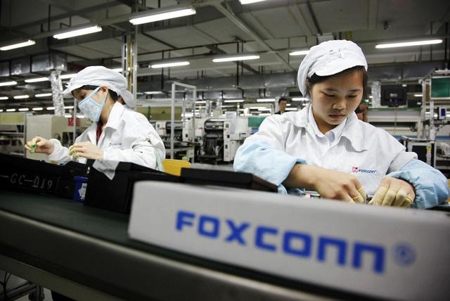 60.000 cong nhan bi thay the boi nguoi may tai Foxconn hinh anh