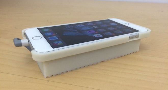 iPhone chay Android bang op lung dac biet hinh anh