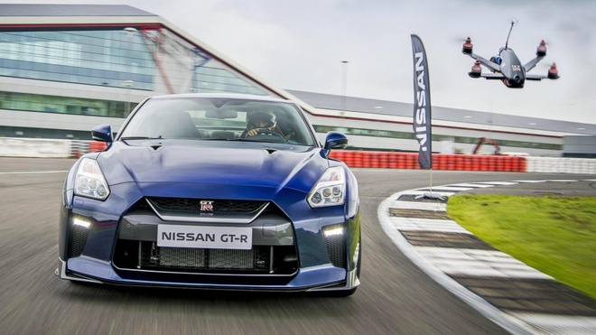 Nissan GT-R 2017 dua cung drone hinh anh