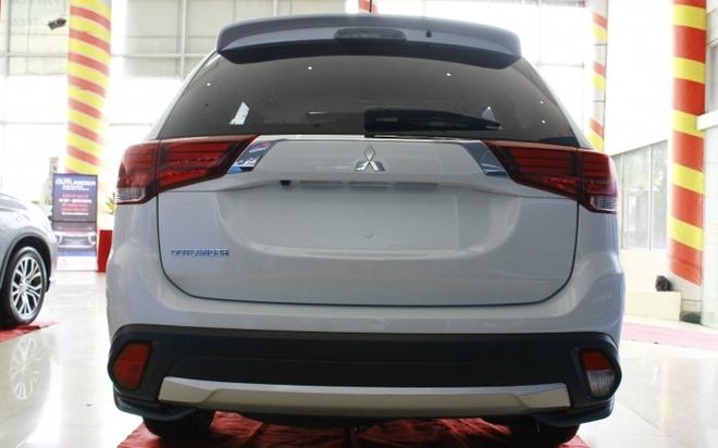 Mitsubishi Outlander 2016 dau tien tai VN, gia tu 1,1 ty hinh anh 4
