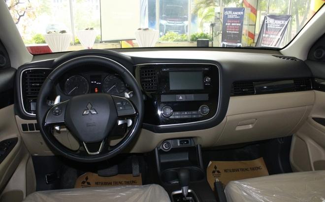 Mitsubishi Outlander 2016 dau tien tai VN, gia tu 1,1 ty hinh anh 7
