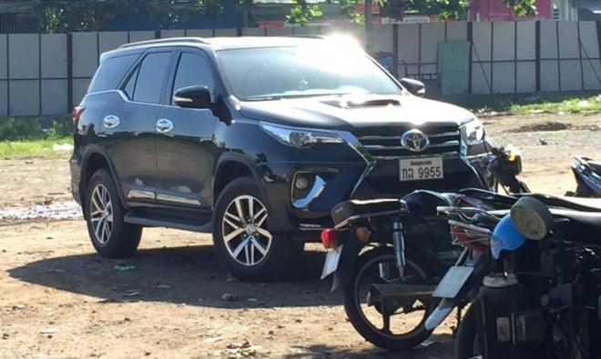 Toyota Fortuner 2016 dau tien tai VN xuat hien o bai dau xe hinh anh
