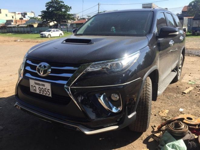 Toyota Fortuner 2016 dau tien tai VN xuat hien o bai dau xe hinh anh 2