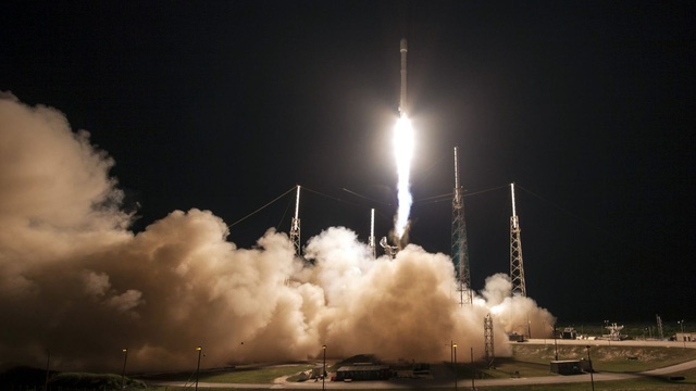 SpaceX 9 lan phong ten lua vao vu tru thanh cong hinh anh